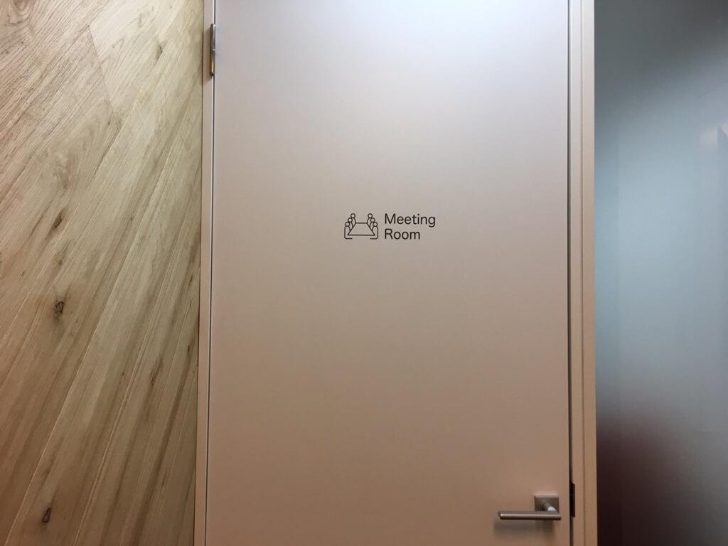 ミーティングルームドア